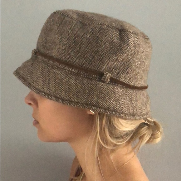 8de025e7ca3 Abercrombie   Fitch Accessories - Abercrombie tweed bucket hat with leather  tie